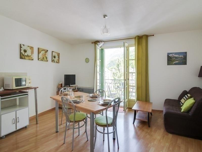 Appartement T2 cabine pour 6 personnes avec parking au centre de Cauterets, vacation rental in Cauterets