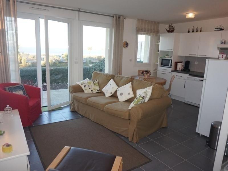 Appartement en rez-de-jardin, front de mer pour 4 personnes, casa vacanza a Merville-Franceville-Plage