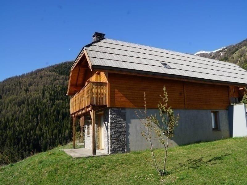 Chalet confortable avec cheminée et parking privé, Pra Loup, casa vacanza a Uvernet-Fours