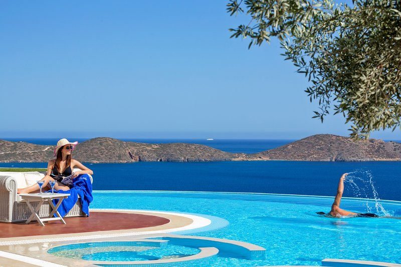 Amazing sea view,tranquility,relaxing,luxury,pool, royal, holiday rental in Ellinika