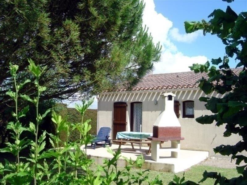 MAISON DANS JOLI QUARTIER CALME RESIDENTIEL, vacation rental in Saint-Michel-en-l'Herm