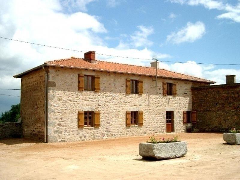 Ferme Fortifiée des Jolards, holiday rental in Saint Bonnet des Quarts