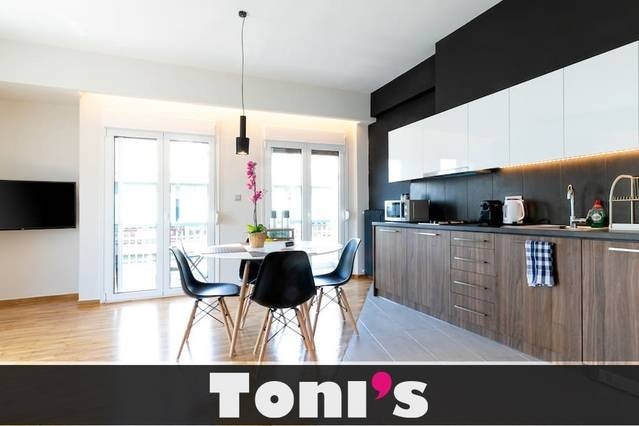 Toni's - 2BD Central home in Thissio, holiday rental in Tavros