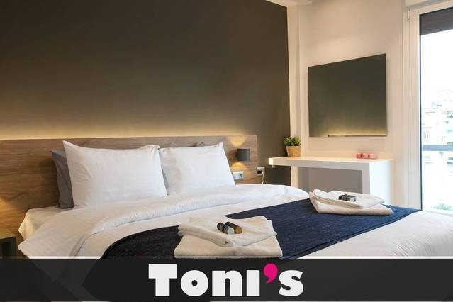 Toni's - Local choice apartment next to Metro, holiday rental in Tavros