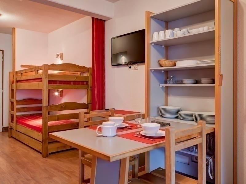 STUDIO RENOVE 4 PERSONNES, holiday rental in Montagny