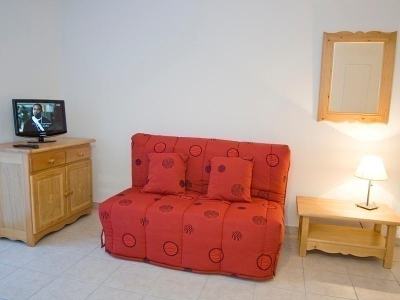 DERNIER ETAGE, BELLE VUE, EMPLACEMENT IDEAL POUR CE BEAU 3 PIECES, holiday rental in Brides-les-Bains