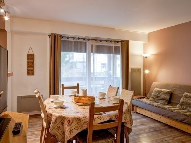 APPARTEMENT TRAVERSANT TRES LUMINEUX - AU COEUR DE BRIDES - POUR 7 PERSONNES., holiday rental in Montagny