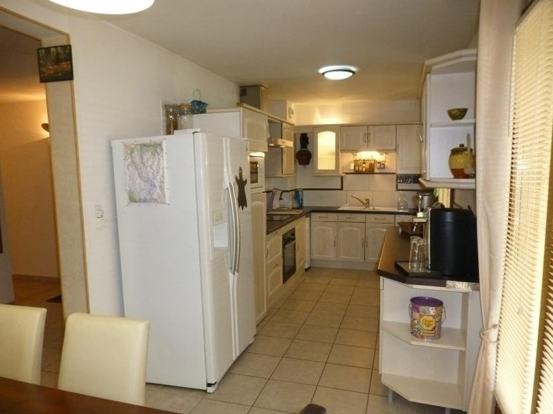 APPARTEMENT 2 CHAMBRES PROCHE TOUS COMMERCES, holiday rental in Montagny
