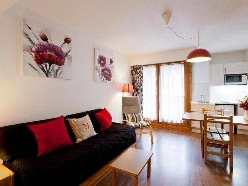 BALCON SUD ET WIFI CENTRE BRIDES 2*, holiday rental in Montagny