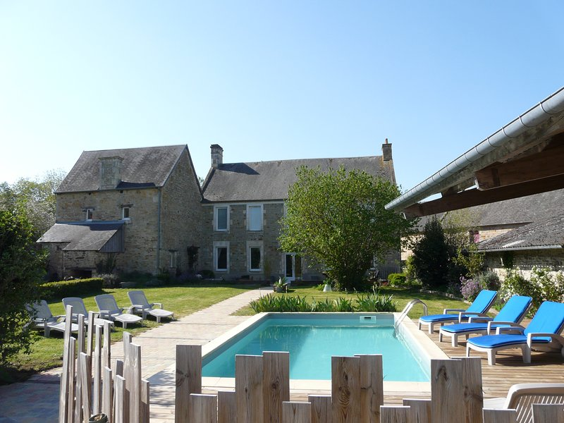 Amazing villa with swimming-pool, vacation rental in Tracy-Bocage