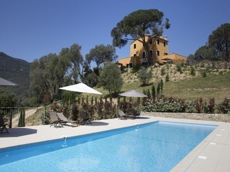 Hauteurs d'Ajaccio- Résidence avec piscine LA TOUR  1, casa vacanza a Afa