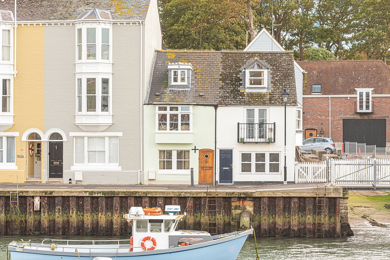 Harbour's Edge Cottage - Beautiful cottage on the harbourside, great views!, holiday rental in Weymouth