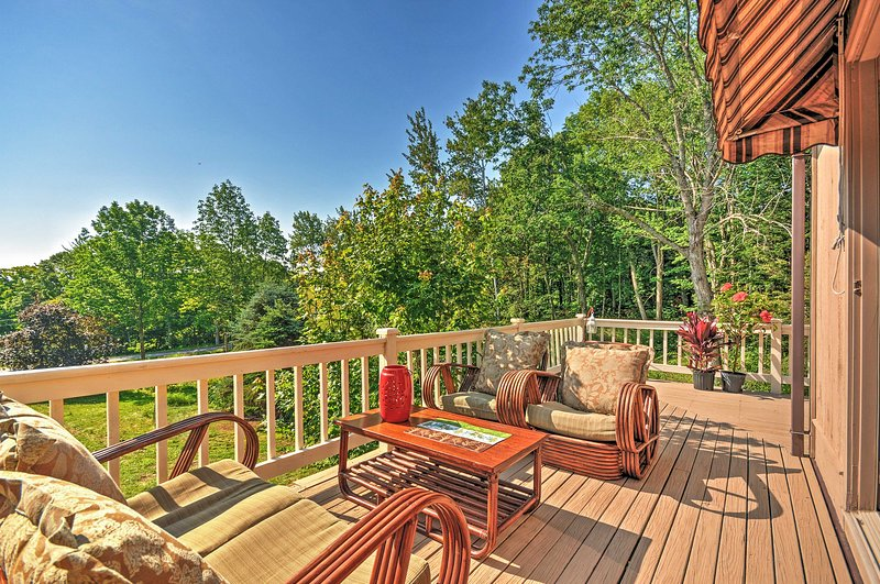 Peaceful 2BR Rockport Townhome w/Private Deck, alquiler vacacional en Warren