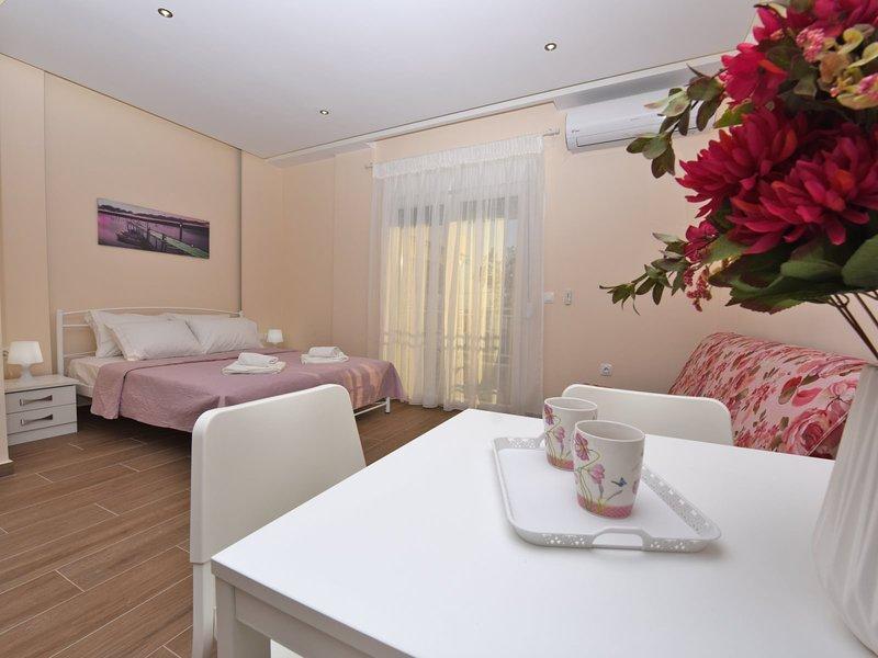 Sabbia Studio Seafront - Nea Moudania Halkidiki, vacation rental in Nea Plagia