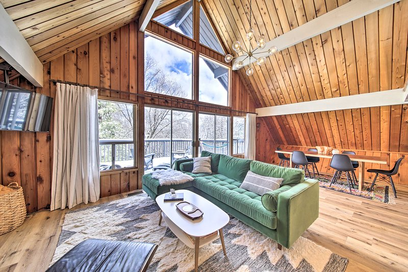 Renovated A-Frame Cabin w/ Forest Views & Deck!, holiday rental in Crest Park