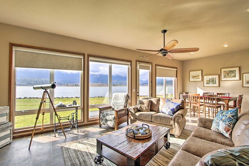 Bayside Home - 6 Miles to Olympic National Forest!, holiday rental in Quilcene