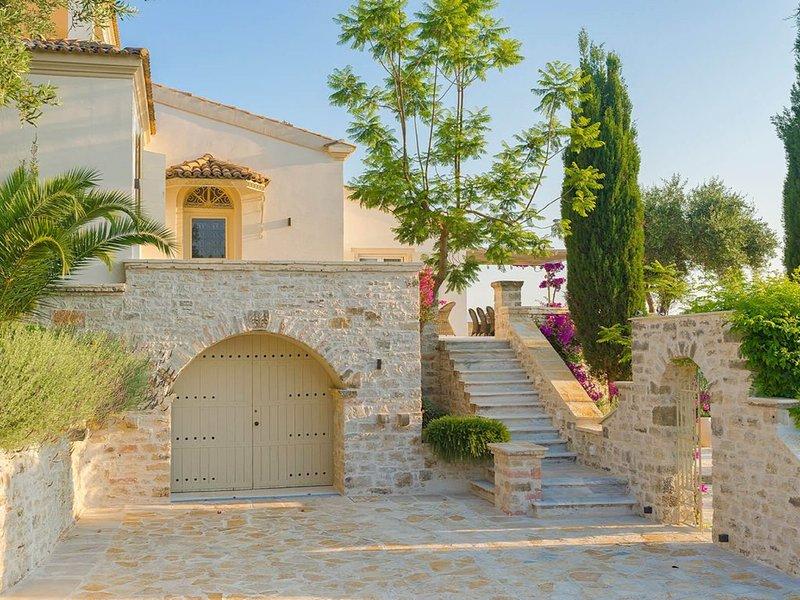 Paleopetres La Chataîgne - Private Pool - Sea Views - Corfu Town -, aluguéis de temporada em Kompitsi