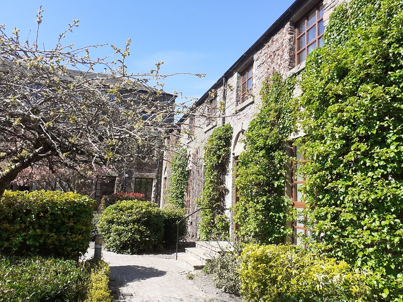 Listed Historic Mill Apartment with Indoor Pool, holiday rental in Doune