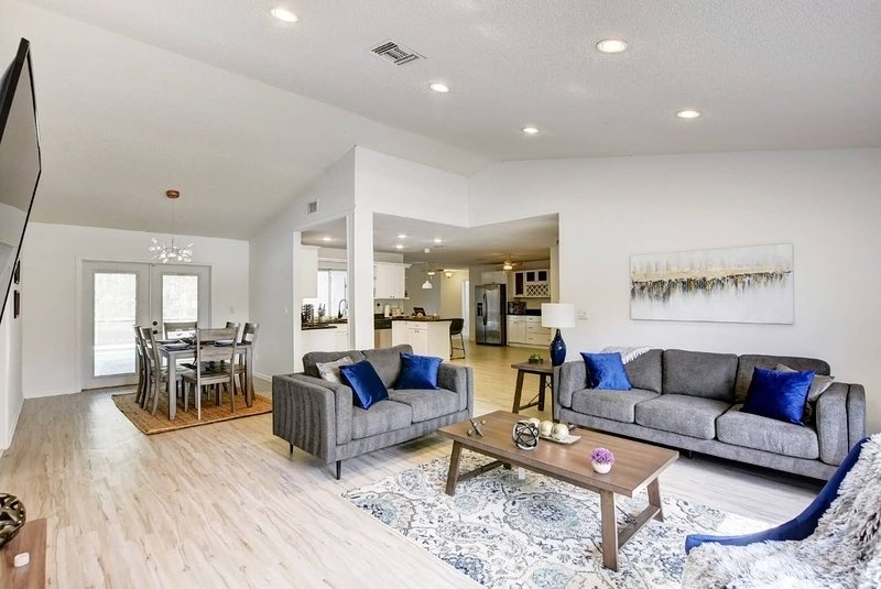Ultra clean and new spacious large new living room w/ 55 inch Smart TV, sound bar and Echo dot.