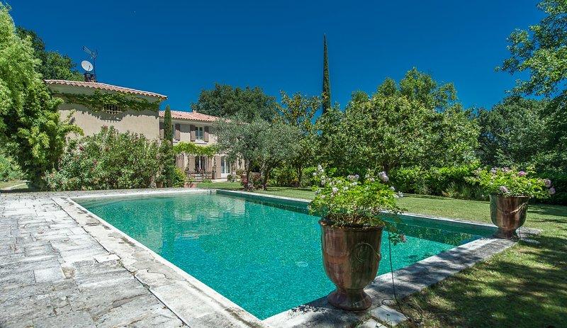 Location Villa de caractère Lubéron proche Aix en Provence - Mirabeau, casa vacanza a Peyrolles-en-Provence