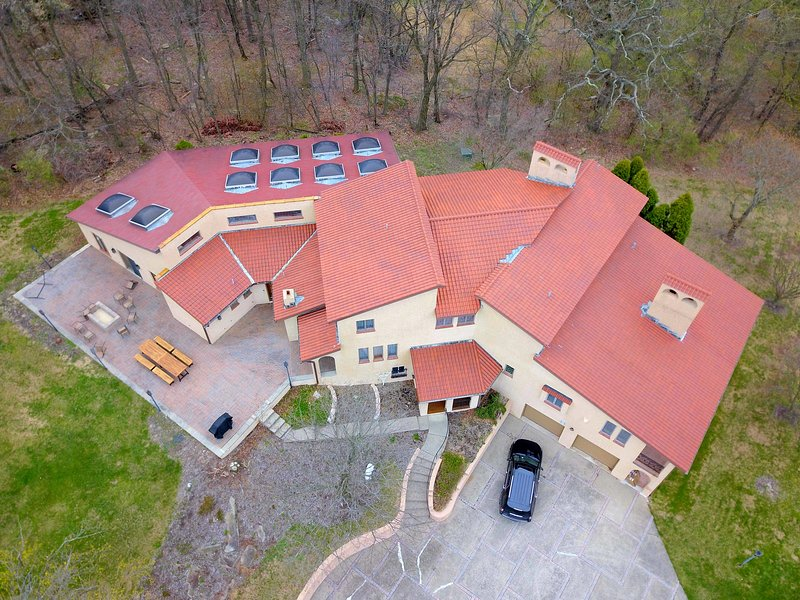 NEW! Poconos Villa w/ PRIVATE INDOOR HEATED POOL- Game Room - Fire Pit - Views!, holiday rental in New Tripoli