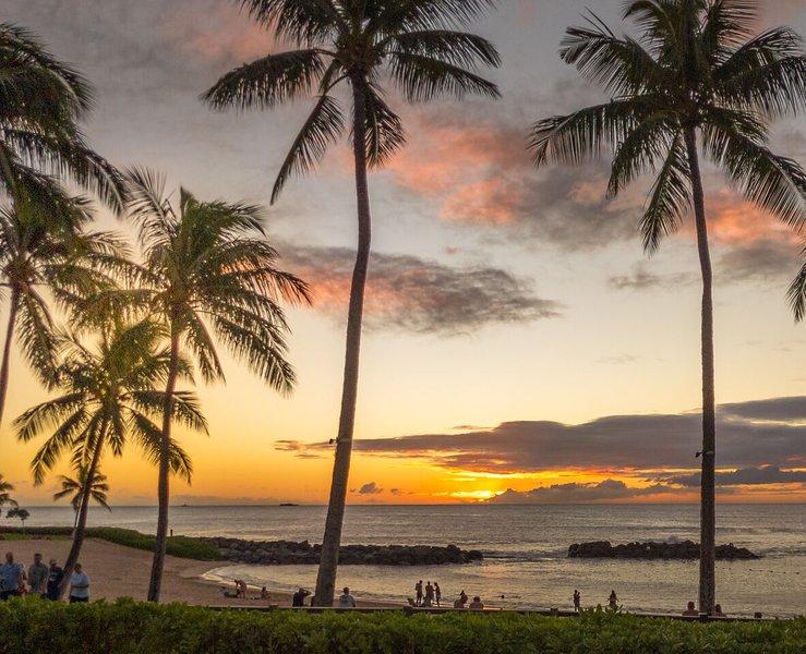 Sunset at Lagoon 2 in Ko Olina.
