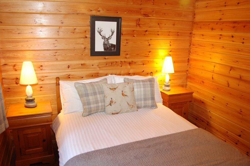 Cosy Rowan (3) woodland lodge by Killin, Loch Tay, location de vacances à Loch Tay