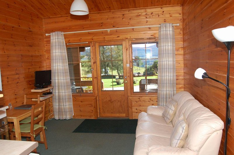 Cosy Rowan (4) woodland lodge by Killin, Loch Tay, location de vacances à Loch Tay