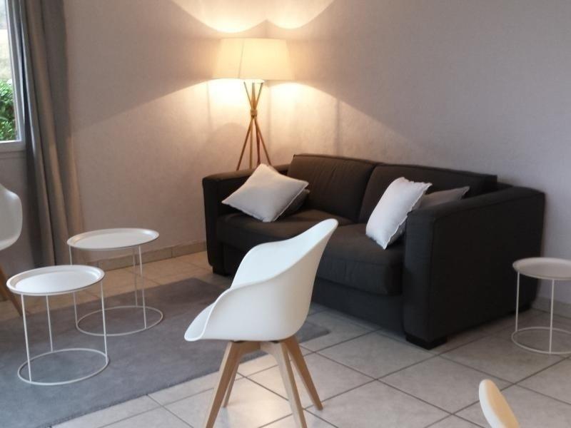 Résidence avec piscine, Terrasse, holiday rental in Echarvines