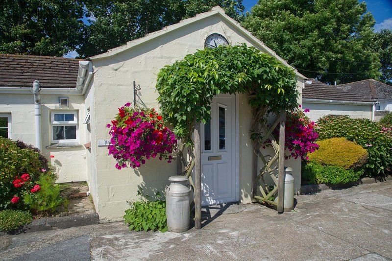 Colroger Holiday Cottages - Five self-catering holiday lets, vacation rental in Mullion