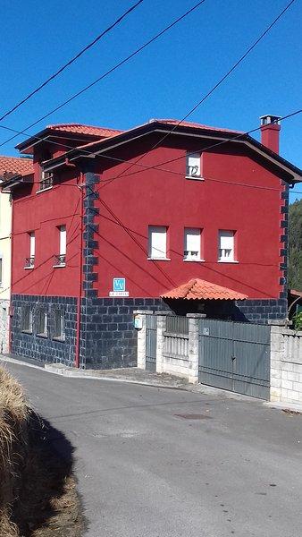 Casa en costa asturiana La Coruxa, alquiler vacacional en Somado