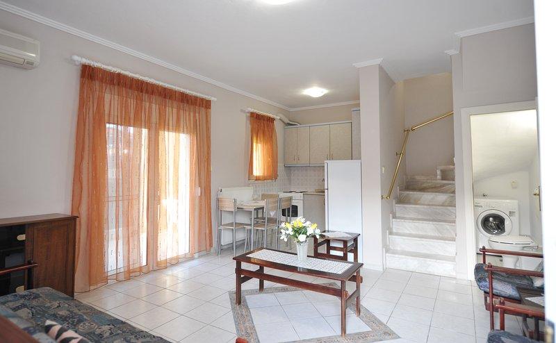 Sun Flower Apartment 2 - Nea Fokaia Halkidik, holiday rental in Afytos