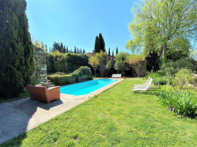 Casa Gali - casa completa con piscina, barbacoa, jardin. ping pong. 10 kms a las playas