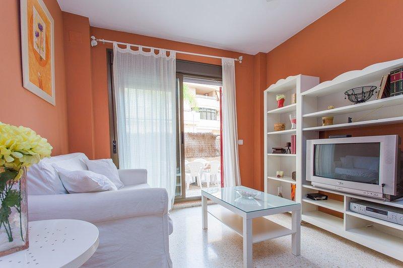 PISO NUEVO URB. PRIVADA Y CERRADA A 10 MIN. DEL CENTRO CAMINADO, holiday rental in Jerez De La Frontera