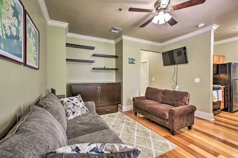 NEW! Studio w/ Balcony: ½ Mile to Tiger Stadium!, holiday rental in Baton Rouge