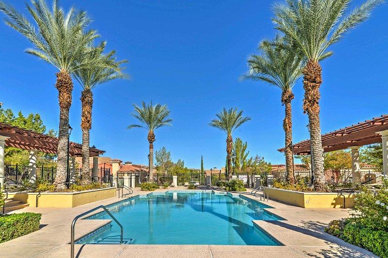 Lavish Lake Las Vegas Condo w/Resort Amenities!, location de vacances à Henderson