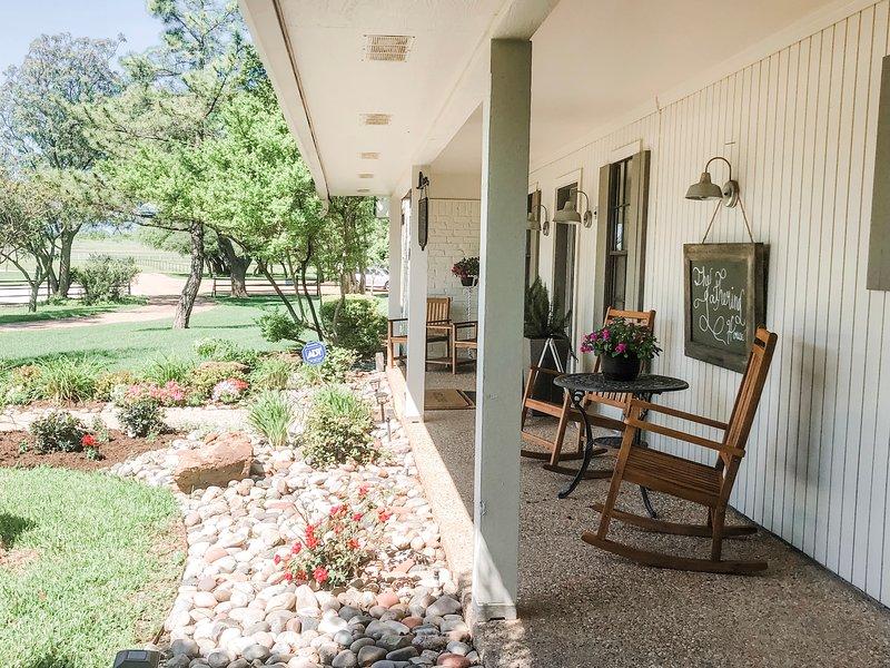 The 5 Bedroom Gathering House (Gathering Oaks Retreat), location de vacances à Clifton