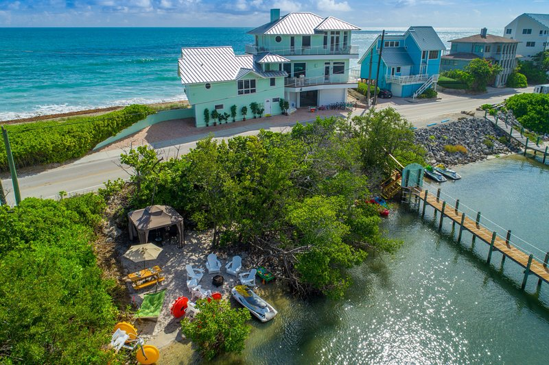Eden Beach! 7BR/7BA Ocean-to-River Fla Beach House. ON THE BEACH! + Boat Dock, holiday rental in Port Salerno