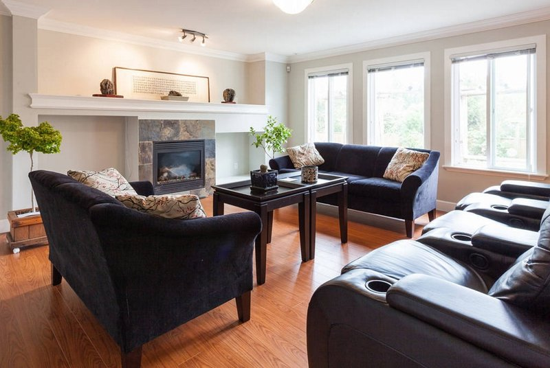 3 bedroom walkout basement., alquiler de vacaciones en Langley City
