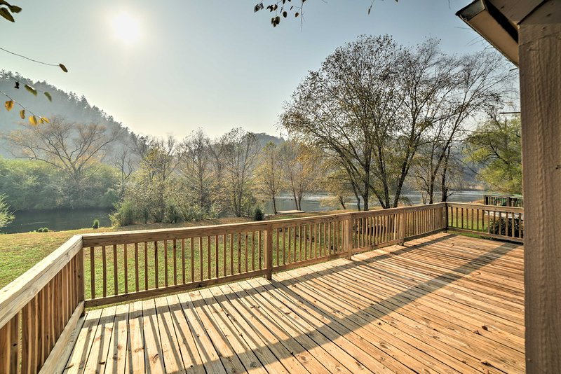 Enjoy fantastic water and mountain views from the spacious deck!