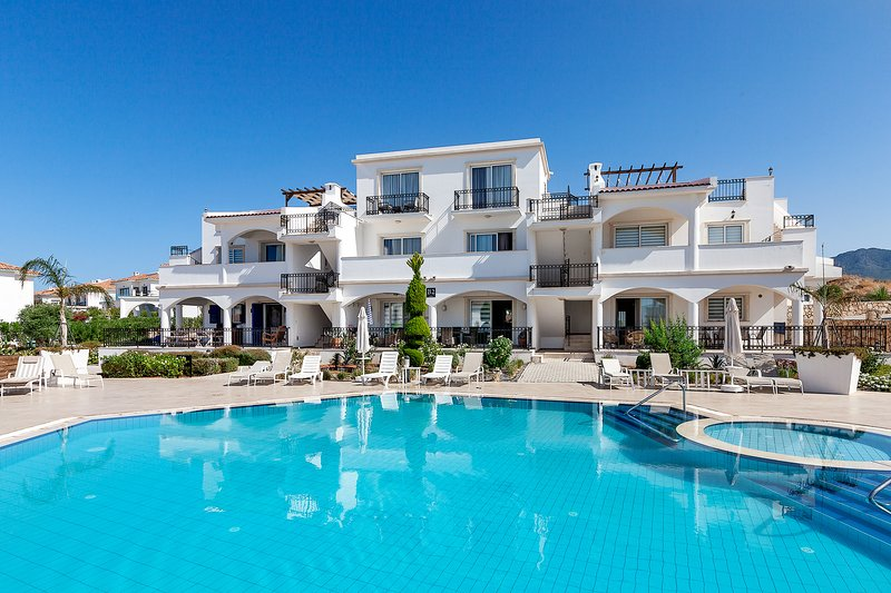 Sea Magic Park B3-2 - Two Bedroom Ground Floor Apartment, holiday rental in Agios Amvrosios