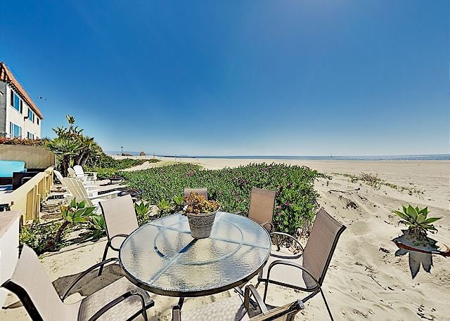 Oceanfront Silicon Beach Retreat w/ Private Balcony: Near LAX Airport, location de vacances à El Segundo