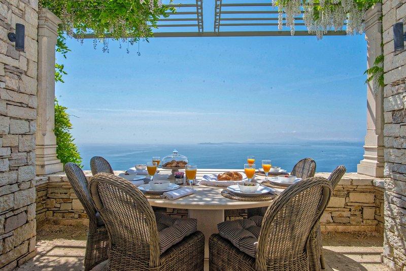 Paleopetres Blanche - Private Pool - Sea Views - Nissaki - North East Coast -, holiday rental in Nissaki