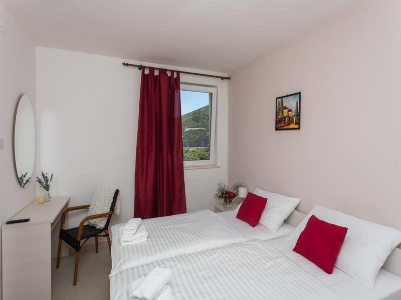 Guest House Rosa Bianca - Double or Twin Room with Partial Sea View 1, holiday rental in Mokosica