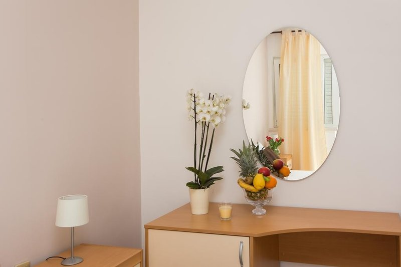 Guest House Rosa Bianca - Double or Twin Room with Garden View 2, holiday rental in Mokosica