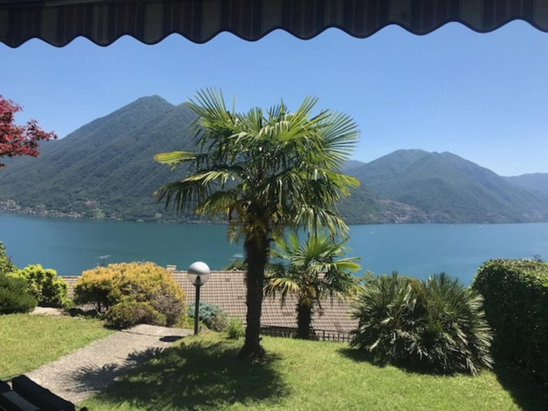 Villino near Argegno with fantastic views of Lake Como and the mountains, holiday rental in Pigra