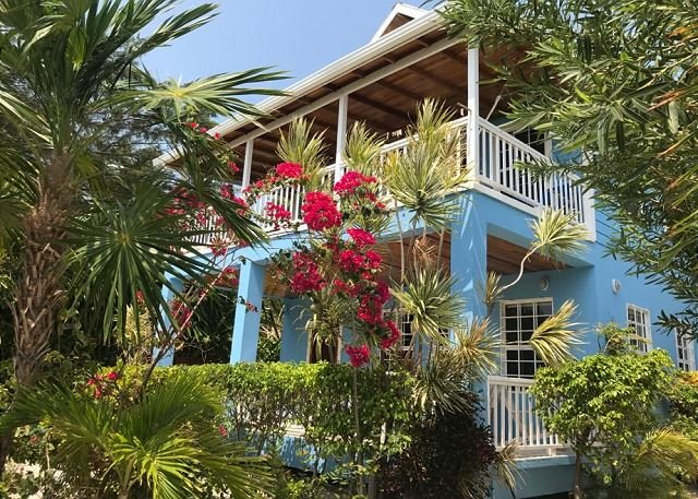 Beach Front, shared dock with our other guests, private pool, close to town, alquiler de vacaciones en Caye Caulker
