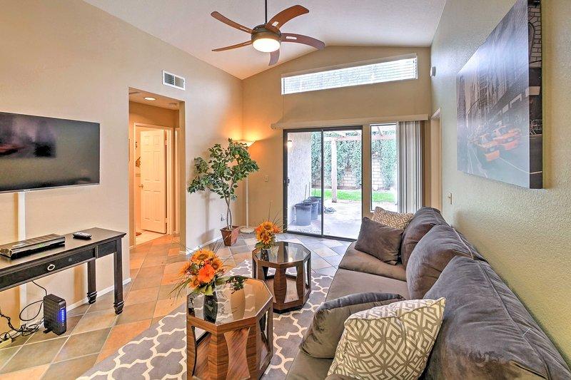 Chic Corona Home w/ Backyard < 12 Mi to Riverside!, casa vacanza a Moreno Valley