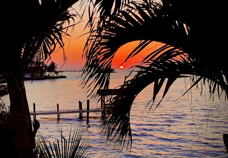 Sunset Bay 5bed/3bath pool Open Water Views of the Gulf of Mexico, vacation rental in Marathon Shores