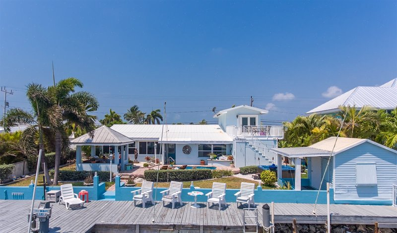 I-Guana Have Fun By The Sea 5bed/5bath w/private pool & Hot Tub & dockage, vacation rental in Marathon Shores